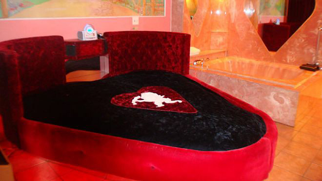 don q inn dormir dans une montgolfi re un igloo ou une capsule spatiale a la fin de la route. Black Bedroom Furniture Sets. Home Design Ideas