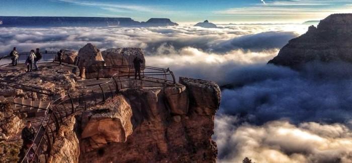 Le Grand Canyon dans le brouillard en vidéo
